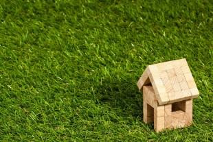 https://pixabay.com/fr/photos/maison-structure-immobilier-concept-1353389/
