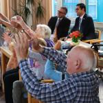 Sozialminister besucht Begegnungsprojekt für Jung und Alt