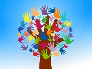 https://pixabay.com/fr/photos/b%C3%A9n%C3%A9voles-les-mains-arbre-cro%C3%AEtre-2729695/