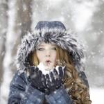 https://pixabay.com/fr/photos/femme-neige-coup-hiver-il-neige-1127201/
