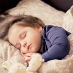 https://pixabay.com/fr/photos/b%C3%A9b%C3%A9-jeune-fille-sommeil-dormir-1151351/
